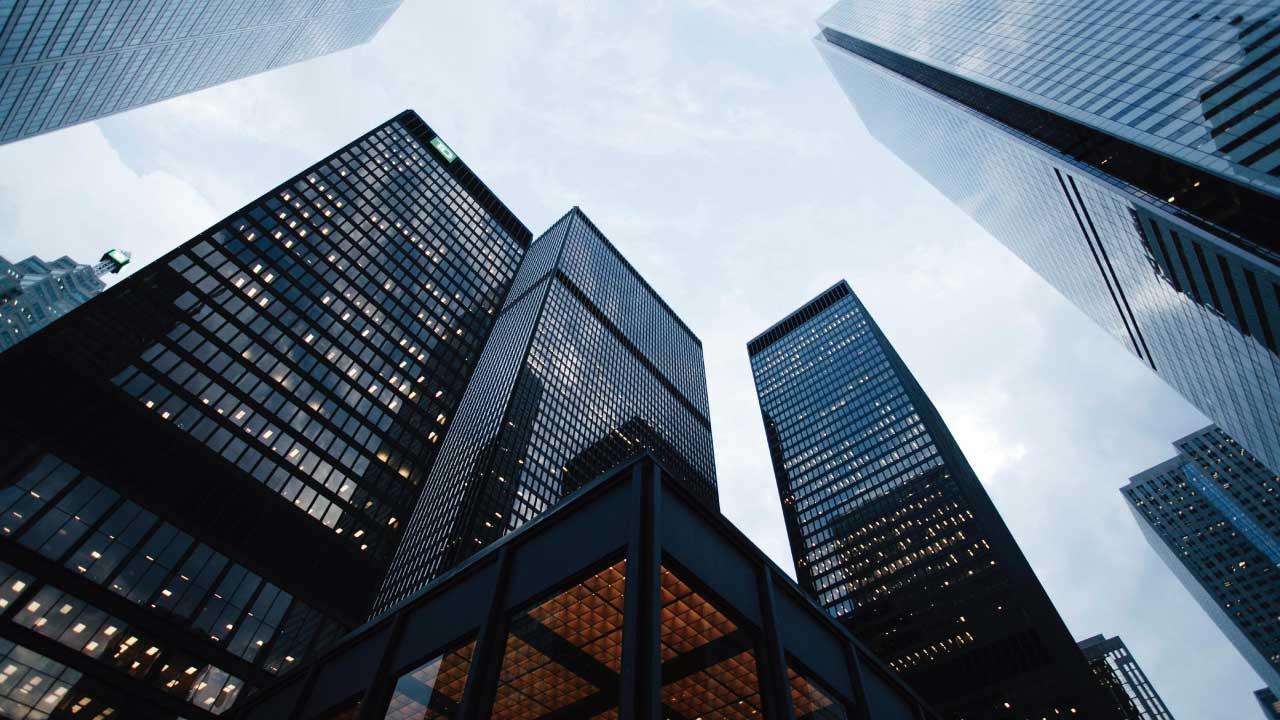 自分の市場価値を表現するビル群の写真